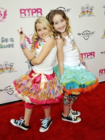 Emily Grace Reaves and Noah Cyrus on the red carpet at L&R Foundation Launch