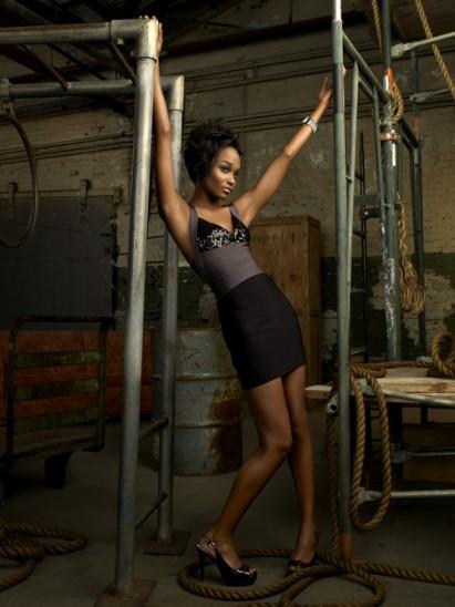 "America's Next Top Model's Sundai Love On The ""Bella Petite Hour"