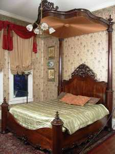 The top lot of the auction was this gorgeous 1850 bed by P. Mallard ($40,320).