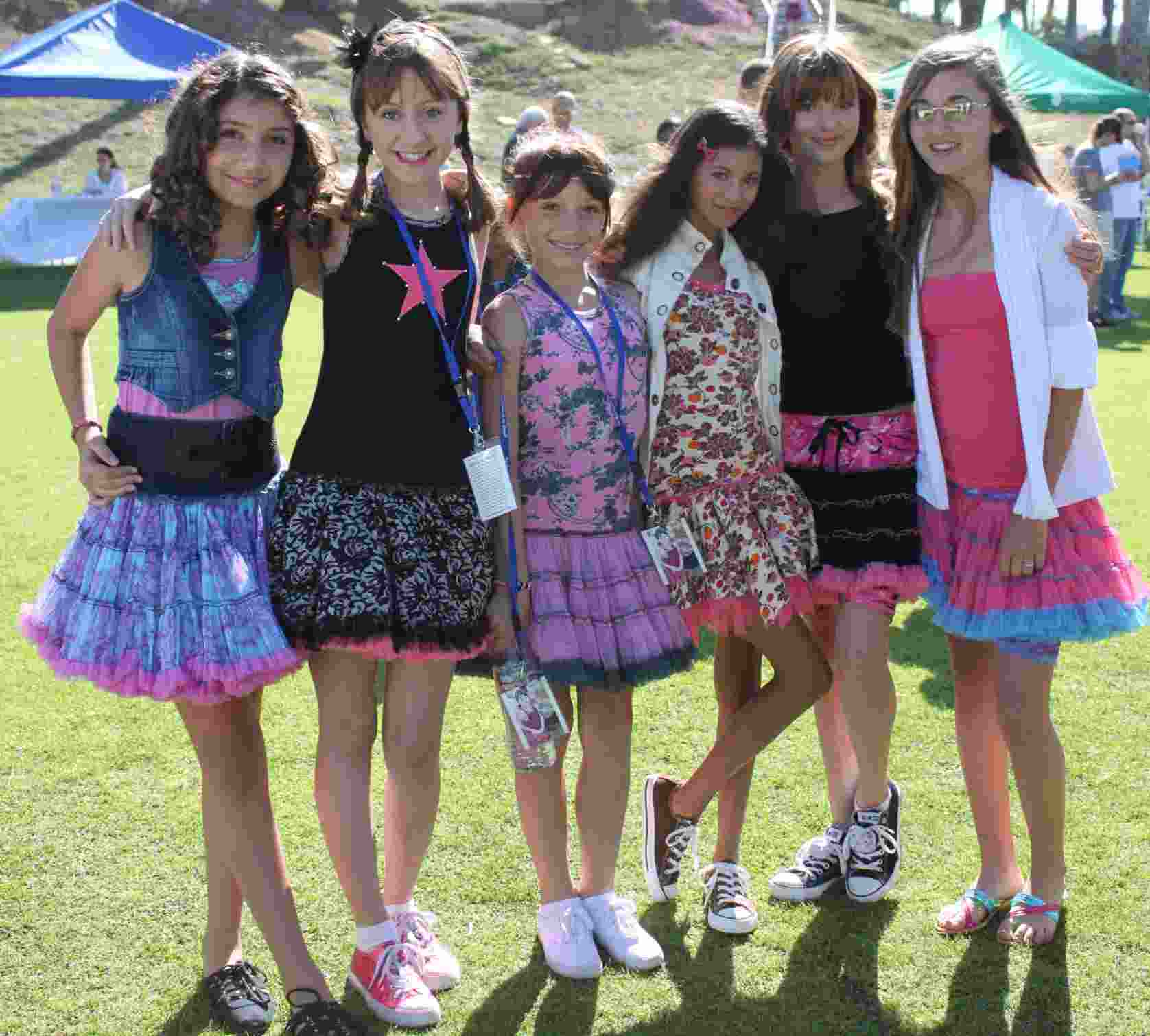 Jennessa Rose, Allisyn Arm,Madison Liesle,Olivia Grace, Bella Thorne, Rachel Fox