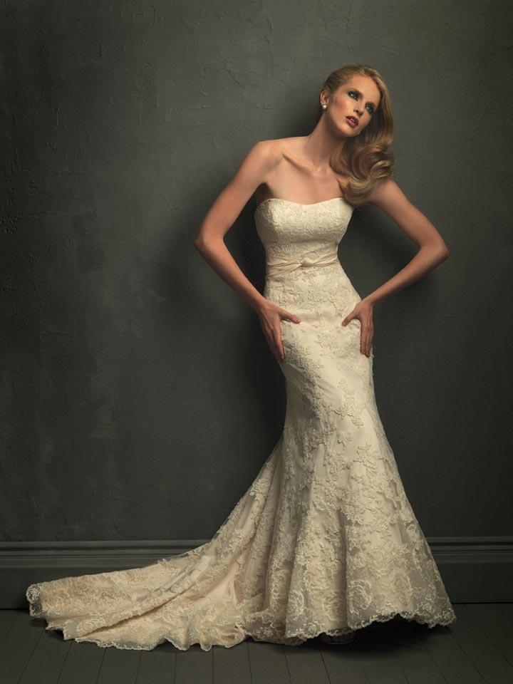 2011 Elegant Strapless Lace Applique Mermaid Trumpet Unique Wedding Dress