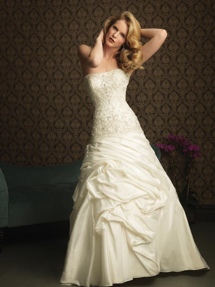 Ivory strapless beaded embroidery a line princess 2011 for Ivory beaded wedding dress
