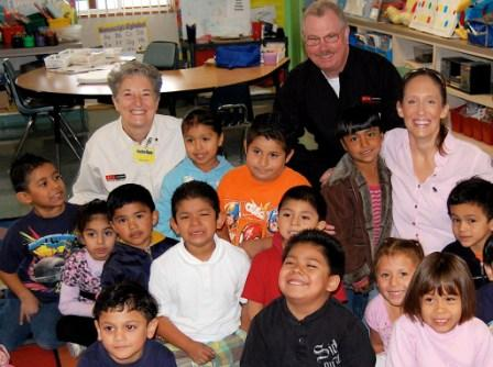 Scarola and Phillips with the Ramona kinder class.