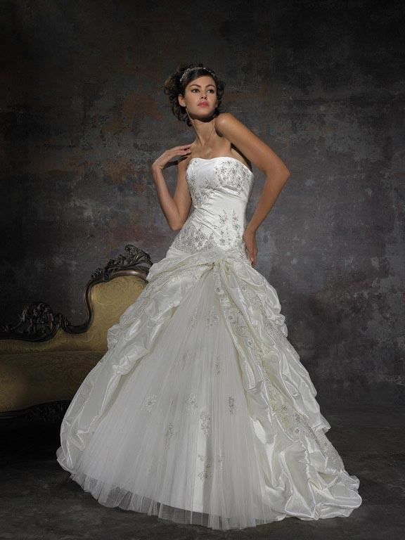 Strapless embroidered ball gown vintage white wedding