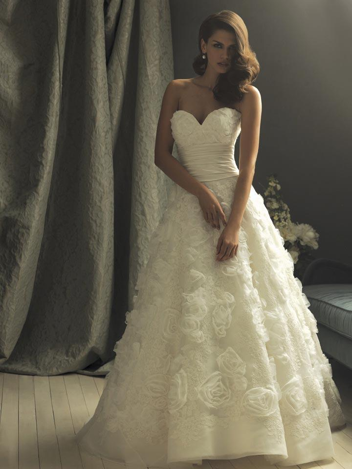 Ivory Flower Applique Ball Gown Designer Vintage Wedding Dresses Zoombridal
