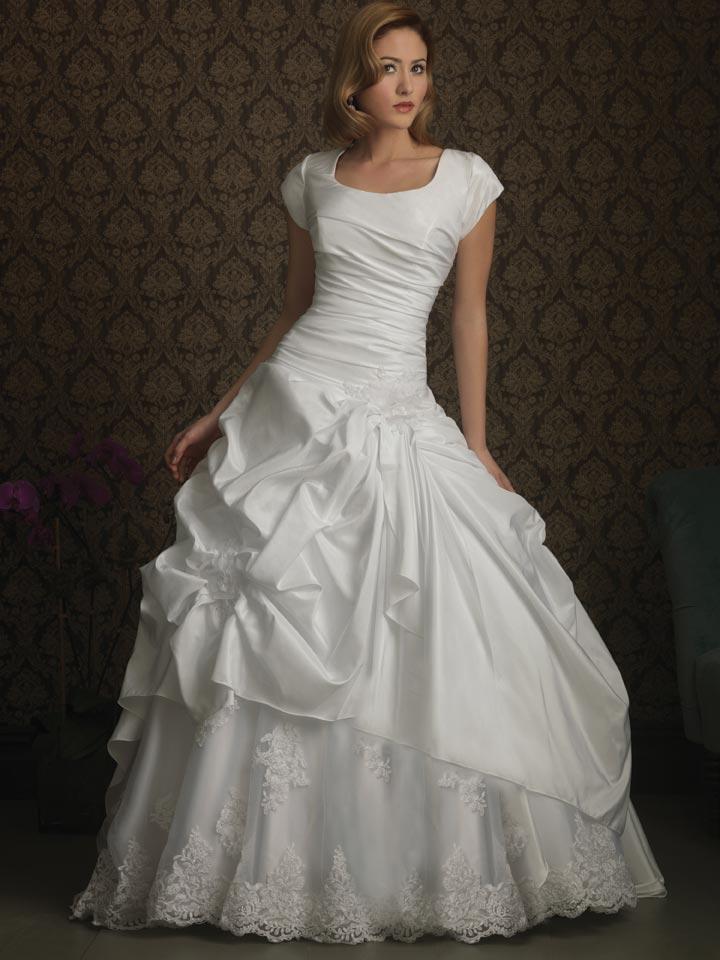 Romantic Taffeta Modest Ball Gown Wedding Dress With