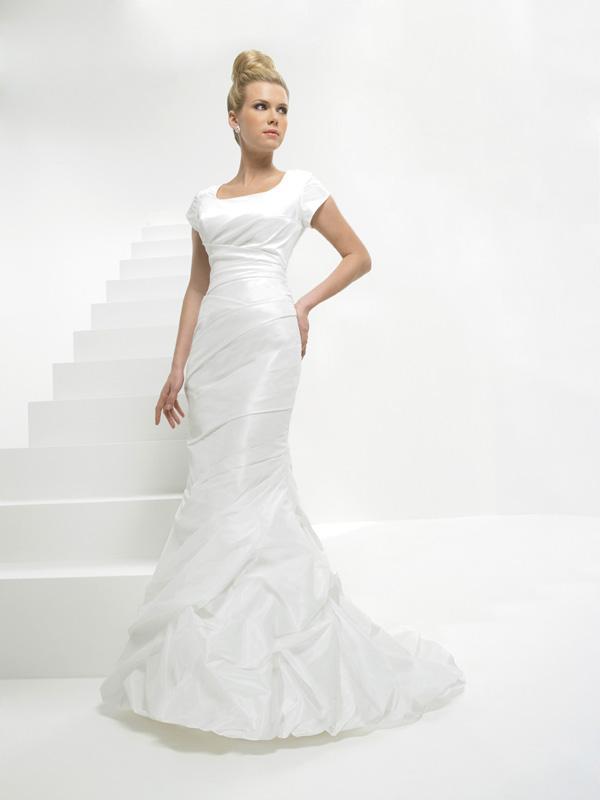 Strapless ruffles mermaid trumpet modest wedding dress for Trumpet mermaid wedding dress with sleeves