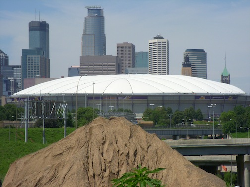 The Minneapolis Metrodome Sports A New Roof From Birdair