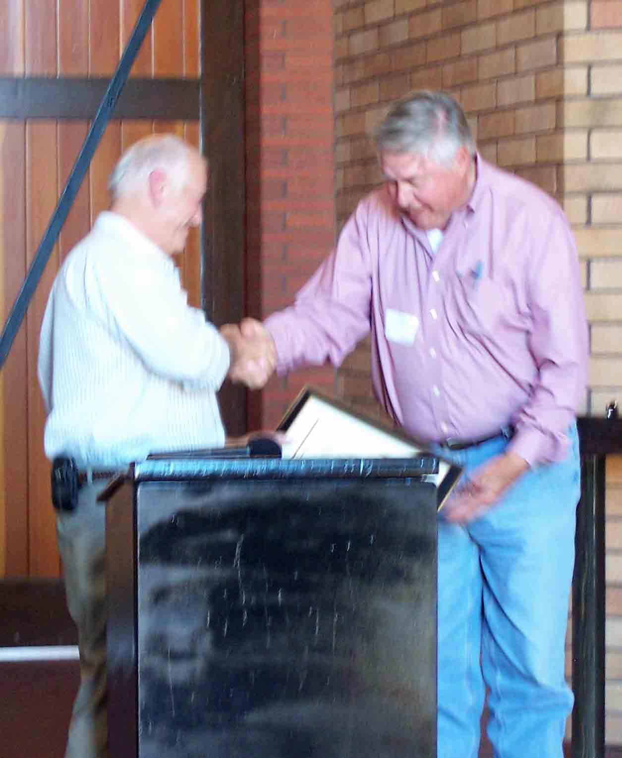 Jerry Lohr receives award at Windfall Farms