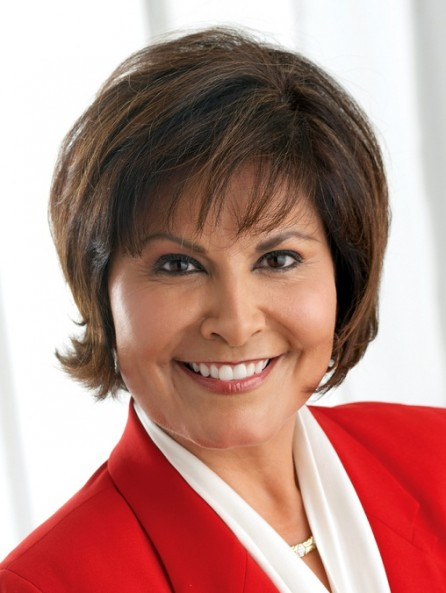 News 8's Gloria Campos speaks at El Centro College