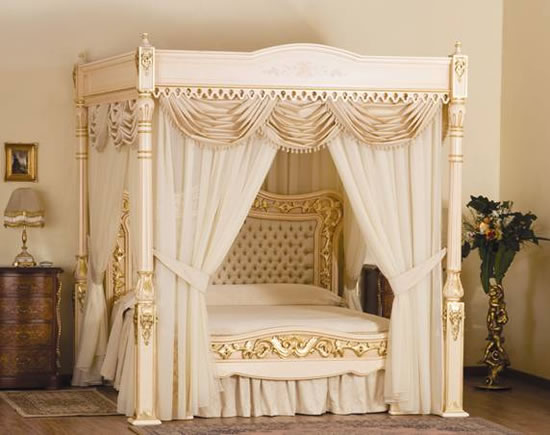 Gilded and avory laquered Canopy+bed,queen size