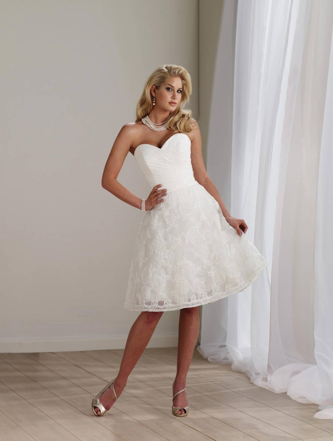 Short wedding dresses ivory lace tulle strapless for Short ivory wedding dress