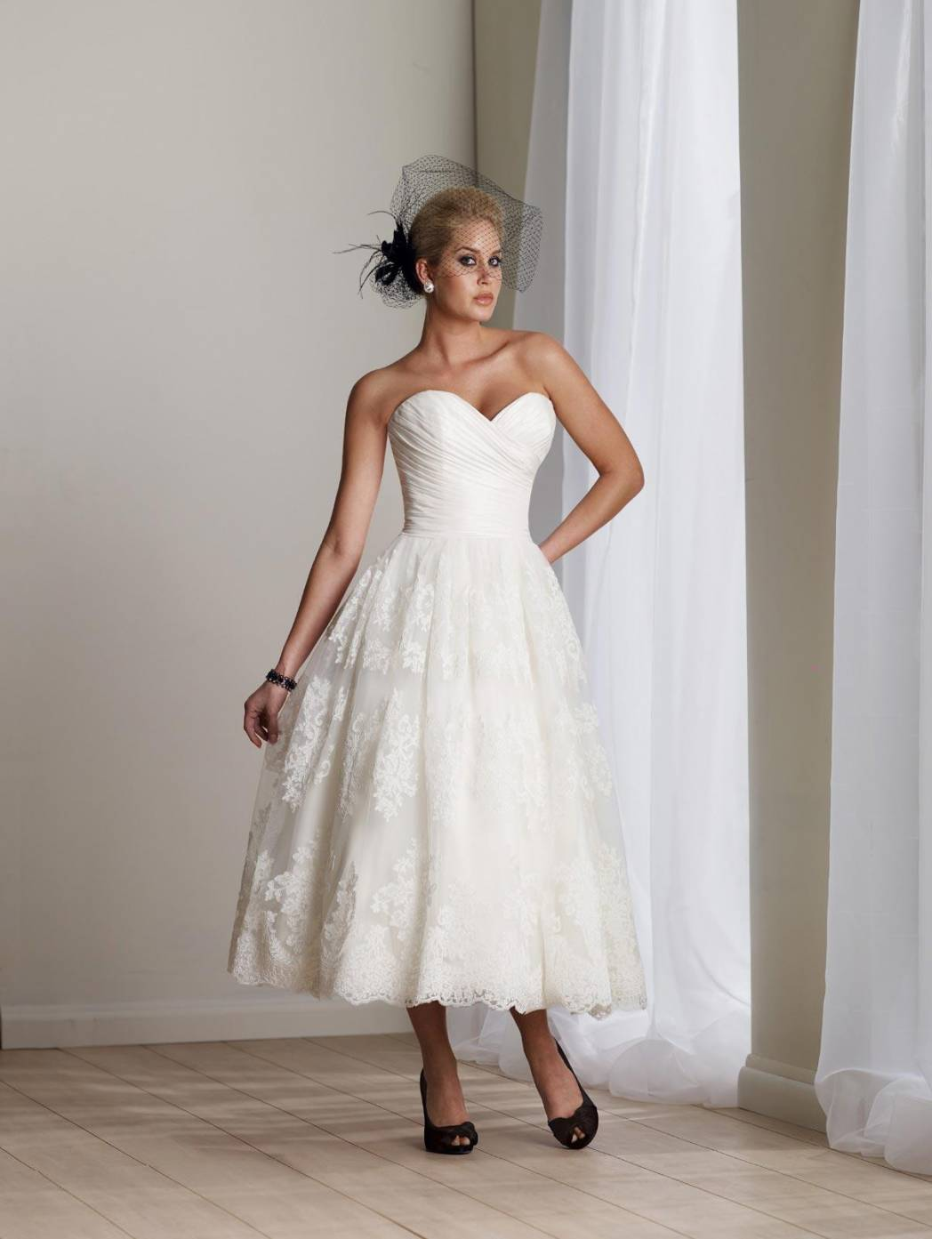 Ivory Wedding Dresses Short Lace Appliques Tulle