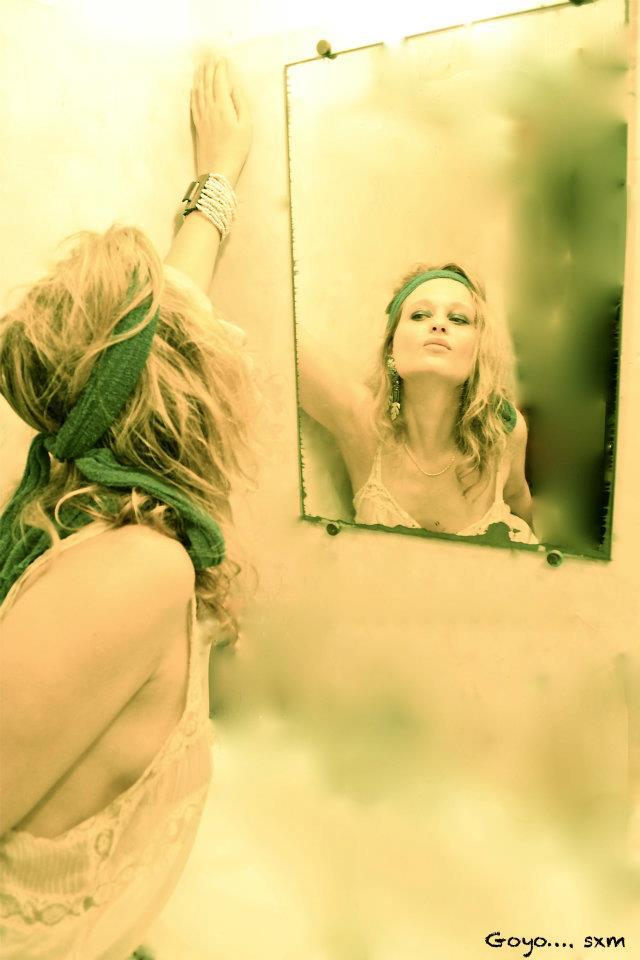 olivia in mirror