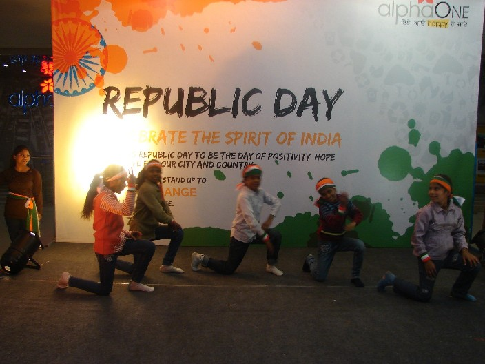 2012 - IVE Children dancing during Republic Day at