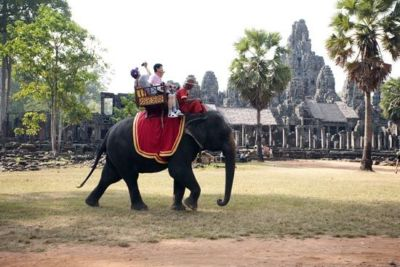 Riding-around-Bayon-Temple
