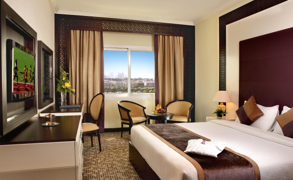 Carlton.Tower.Hotel.Dubai.room.2
