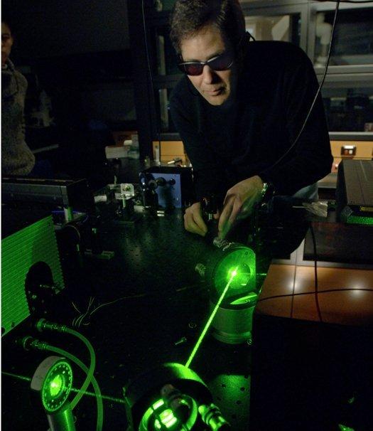 green-laser-pointer.