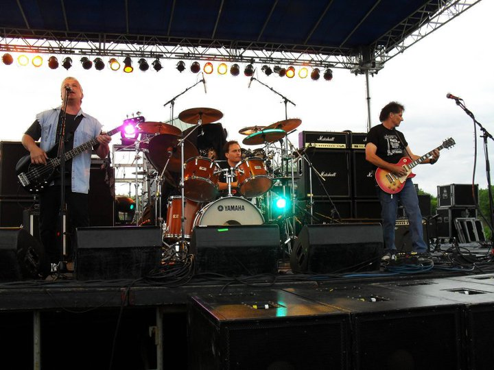 The Bob Holz Band in concert with Bad Company
