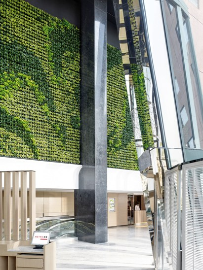 Eaton Green Wall