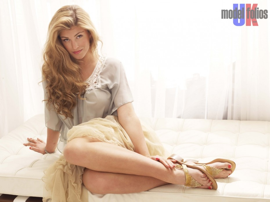 Amy Willerton wearing RB Moda