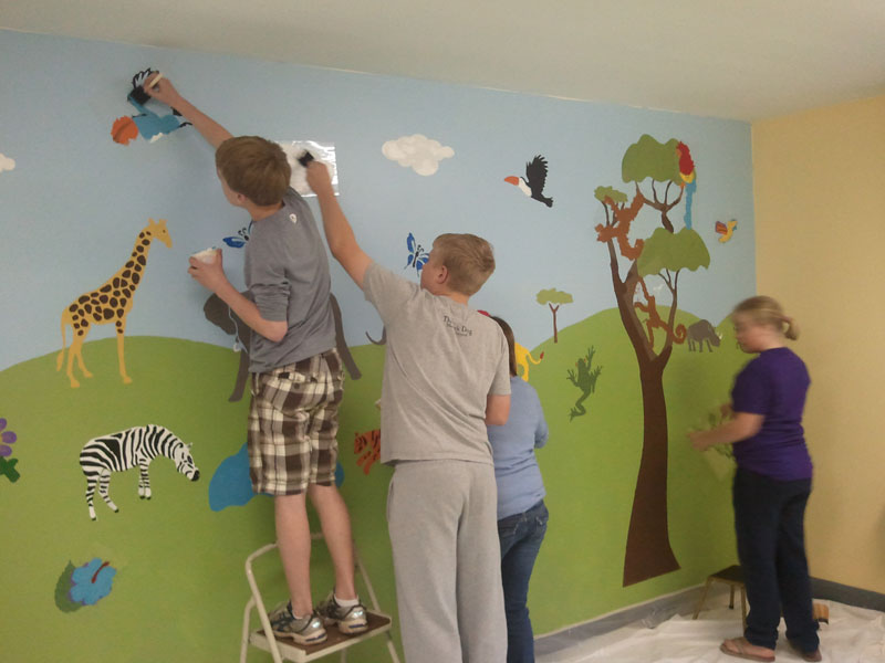 Youth group paints jungle mural in church nursery