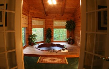 Deluxe hot tub cabin