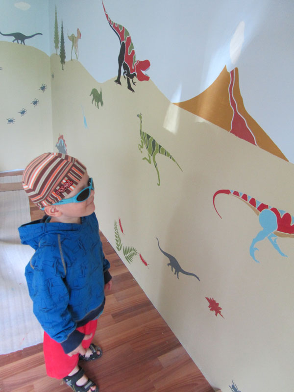 Finland mother takes boys dinosaur room back in time prlog for Dinosaur mural kit