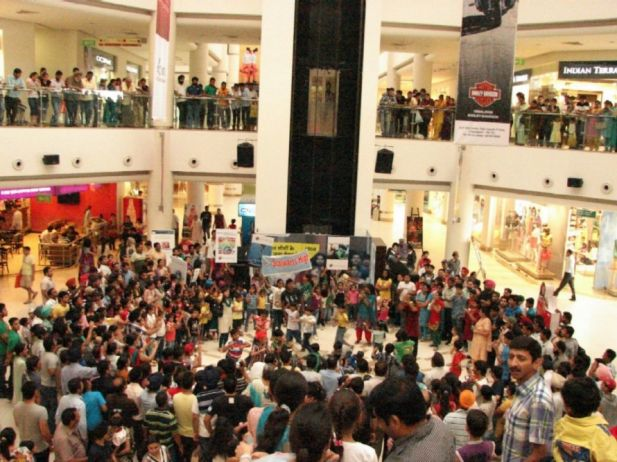 Flash Mob by School kids at AlphaOne