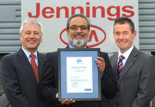 (centre) Nas Khan, managing director, Jennings Motor Group with the Certificate