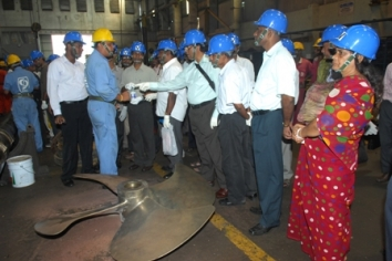 SHAREHOLDERS INSPECTING THE WORK SHOPS