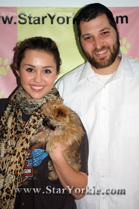 miley-cyrushannah-montana-with-s-y-k-owner-ben-ash