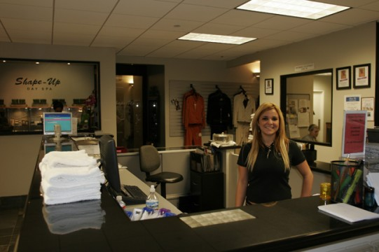 Pic - Shape Up Fitness - front desk