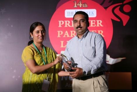 sandeep popli receiving the dq week award