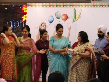 Ms. Neera Sharma, Principal, DAV Public School giv