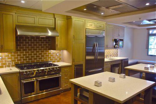 Grauer School installs high-tech teaching kitchen
