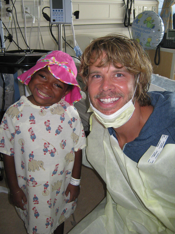 Eric Christian Olsen visits cancer patients with Hats Off For Cancer charity