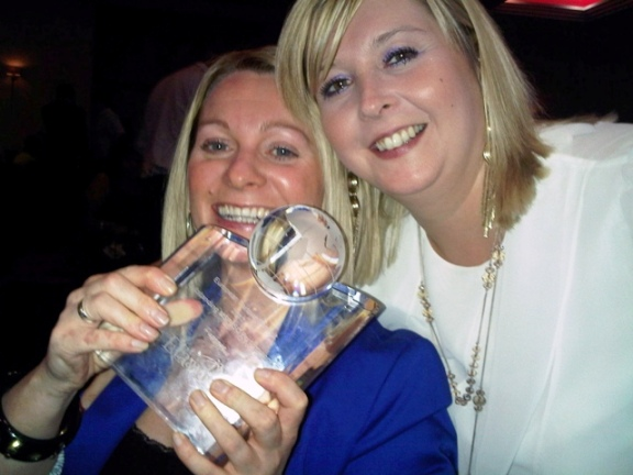 Payzone employees Caroline Dyson & Karen Murray receive their award from Elavon