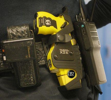 taser-on-a-police-officers-belt-2 d label