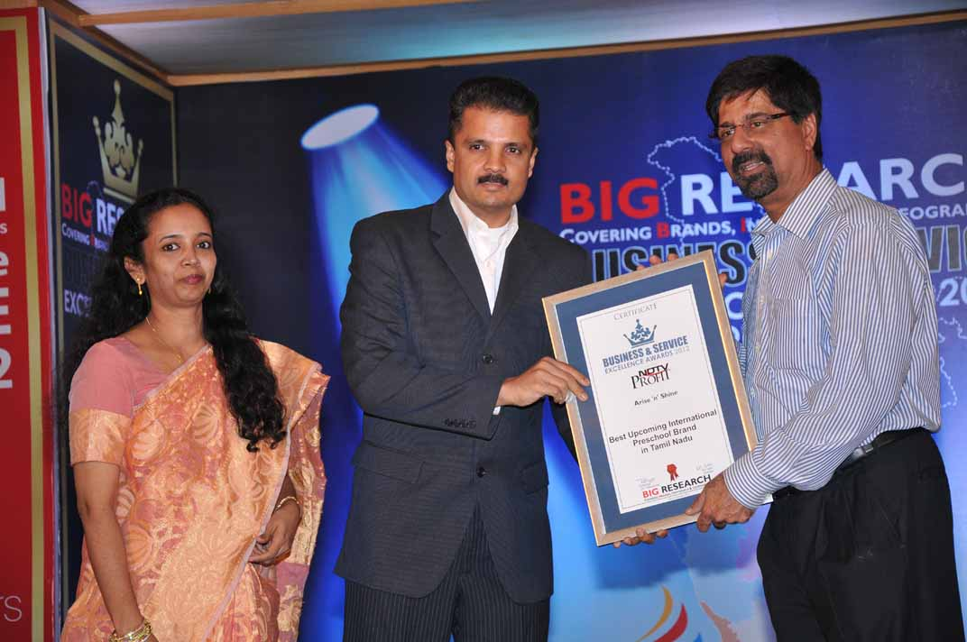 Mr. and Mrs. Raj Ganesh receiving the award from Mr. Krishnamachari Srikanth