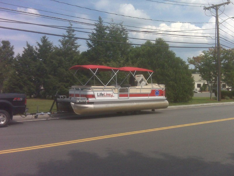 LifeLine Pontoon Boat (3)