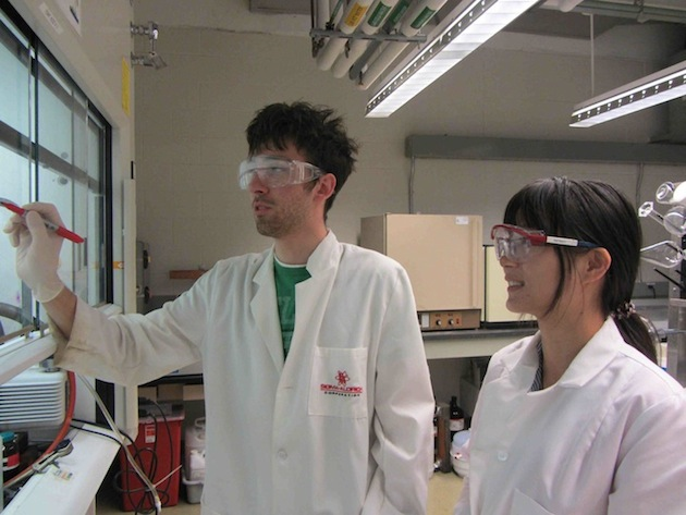 Jilin student Qiuju Liang with Rutgers student mentor Nick Stebbins in the lab.