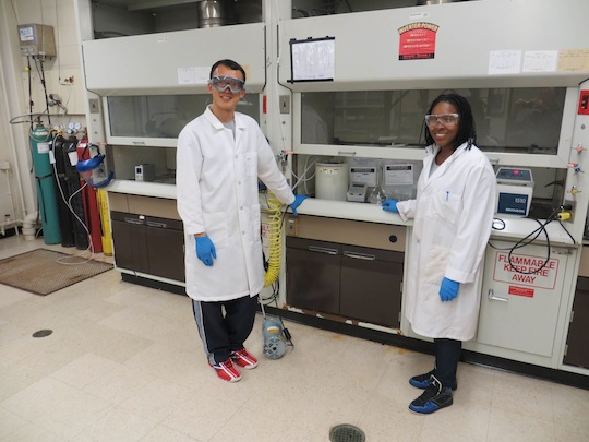 Rutgers student Catrice Carter and Jilin student Xiaojun Wang in the lab.