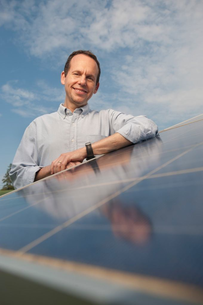 Rutgers Chemistry Professor Alan Goldman honored for sustainable fuel research.