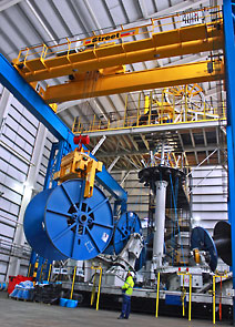 Overhead crane for high volume production of multi-core umbilical cables