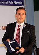 Matthias Gruber proudly displays the gold medal.
