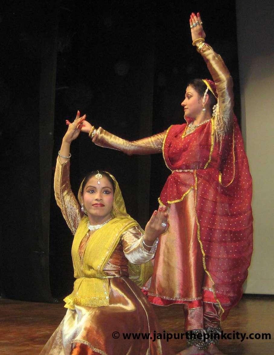 Jaipur : Kathak Dance Program by Moumala and Neetu