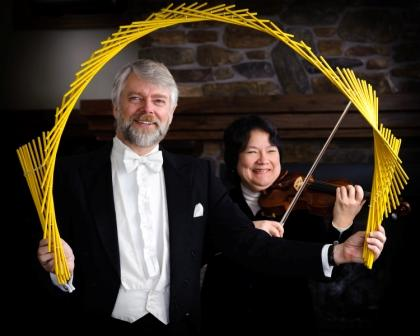 """Richard and Rosemary Hatch performing """"tamasudare"""" (Photo by Levi Sim)"""