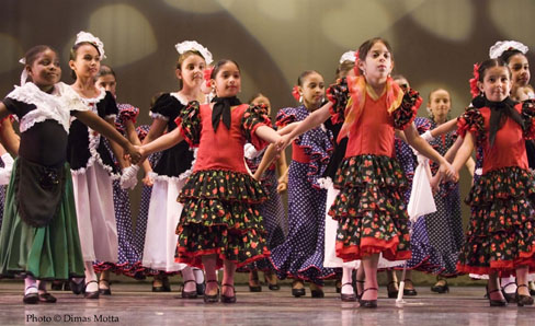 Students of American Bolero Dance Co. Spanish Dance School - Photo: Dimas Motta.