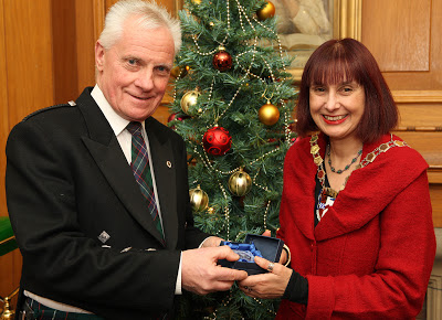 Helen Moonie presents the Provost's Medal to Wallace Galbraith.